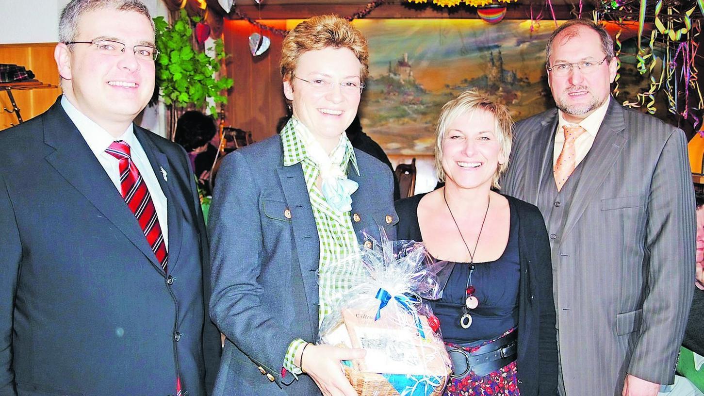 Damals konnte man sich noch gemeinsam freuen: Hanngörg Zimmermann (li.) und Bürgermeister Georg Lang (re.) mit Kreisbäuerin Rosi Kraus (2.v.li.) bei einem Besuch der Europaabgeordneten Monika Hohlmeier.