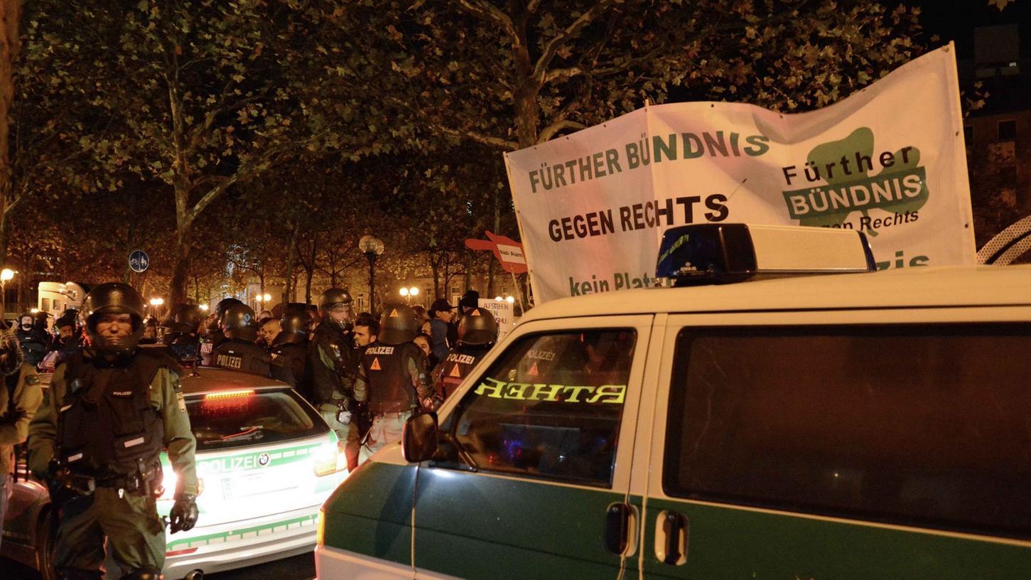 Mehrere Polizisten wurden während einer Demonstration von Neonazis in Fürth verletzt.