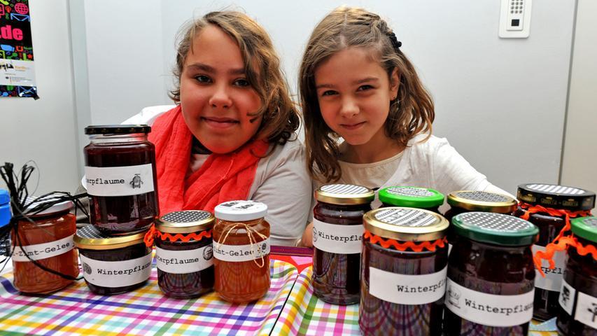 Motiv: Fairdreht - Markt im Jugendhaus Catch-Up / v.l. Aileen (10) und Valerie  (10)..Foto : Mark Johnston