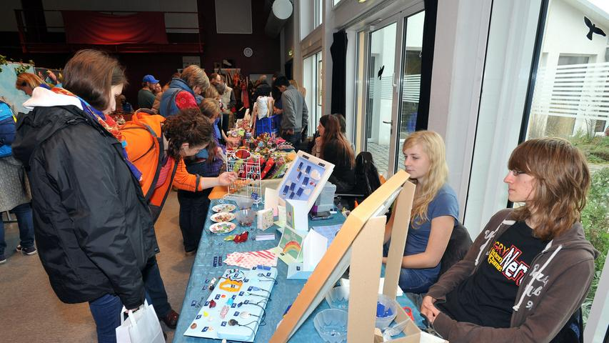Motiv: Fairdreht - Markt im Jugendhaus Catch-Up / Hatters Honey..Foto : Mark  Johnston
