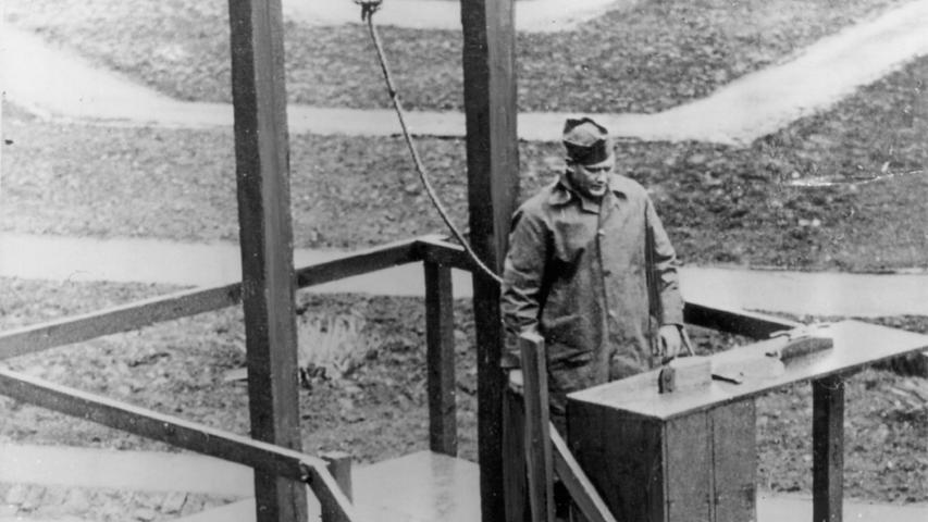 Die zehn Todesurteile wurden am 16. Oktober 1946 zwischen 1:00 und 2:57 Uhr vollstreckt. Die Hinrichtungen vollzog der US-amerikanische Henker John C. Woods. Hermann Göring gelang trotz der strengen Bewachung aller Todeskandidaten keine drei Stunden vor der Hinrichtung der Suizid mittels einer Zyankalikapsel. Alle Leichname wurden am Münchener Ostfriedhof kremiert und ihre Asche in einen kleinen Seitenarm der Isar gestreut. Die zu Haftstrafen Verurteilten blieben zunächst noch in Nürnberg und wurden 1947 in das Berliner Kriegsverbrechergefängnis Spandau verlegt.
