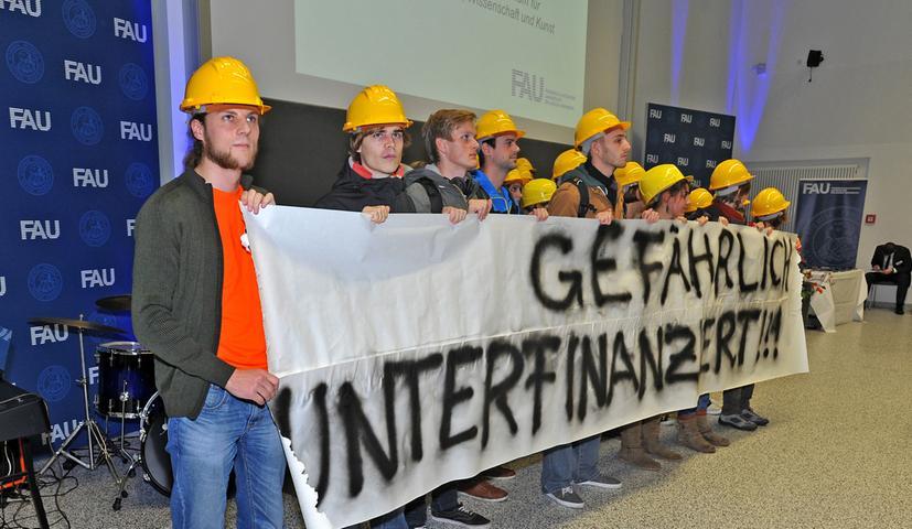 Im Gedächtnis blieb jedoch der Protest der Studierenden. Ob ihr mutiges Auftreten Wirkung zeigt, bleibt abzuwarten.