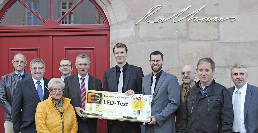 """Die Aktion """"Lichtwende"""" wurde vom """"Energiebündel Roth-Schwabach"""" ins Leben gerufen. Es beteiligen sich die Stadtwerke Roth, die Stadtwerke Schwabach, die Gemeindewerke Wendelstein und die Stromversorgung Greding."""