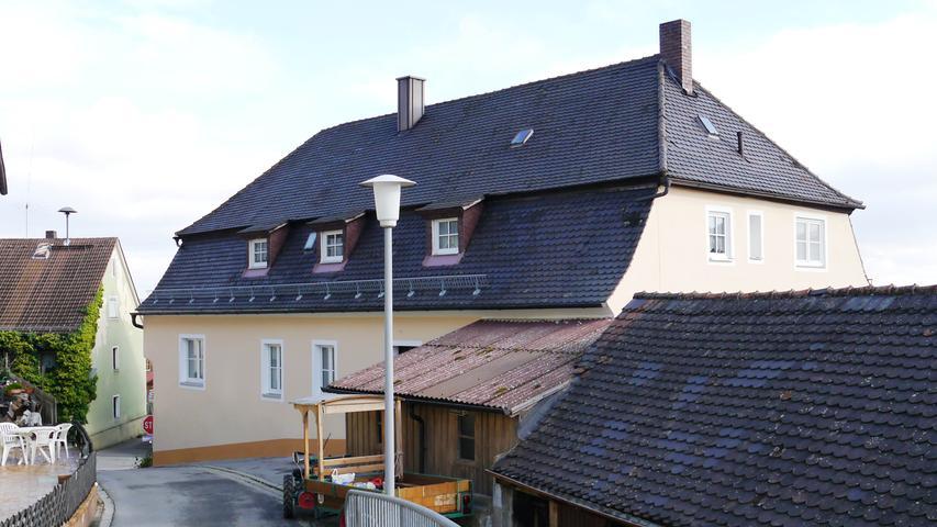 Nach der Pogromnacht 1938  wurde die Synagoge in Sulzbürg zu einem  Wohnhaus umgebaut.