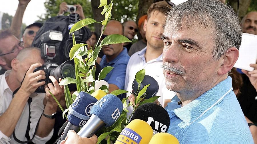 Mit einer Topfpflanze in der Hand und begleitet von zahlreichen Journalisten konnte Gustl Mollath das Bayreuther Bezirkskrankenhaus Anfang August verlassen. Das Oberlandesgericht in Nürnberg hatte dies angeordnet.