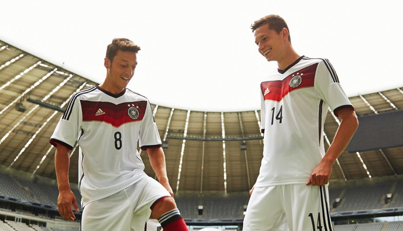 Adidas will die Trikots der Fußball-Nationalelf wieder in Deutschland produzieren lassen.