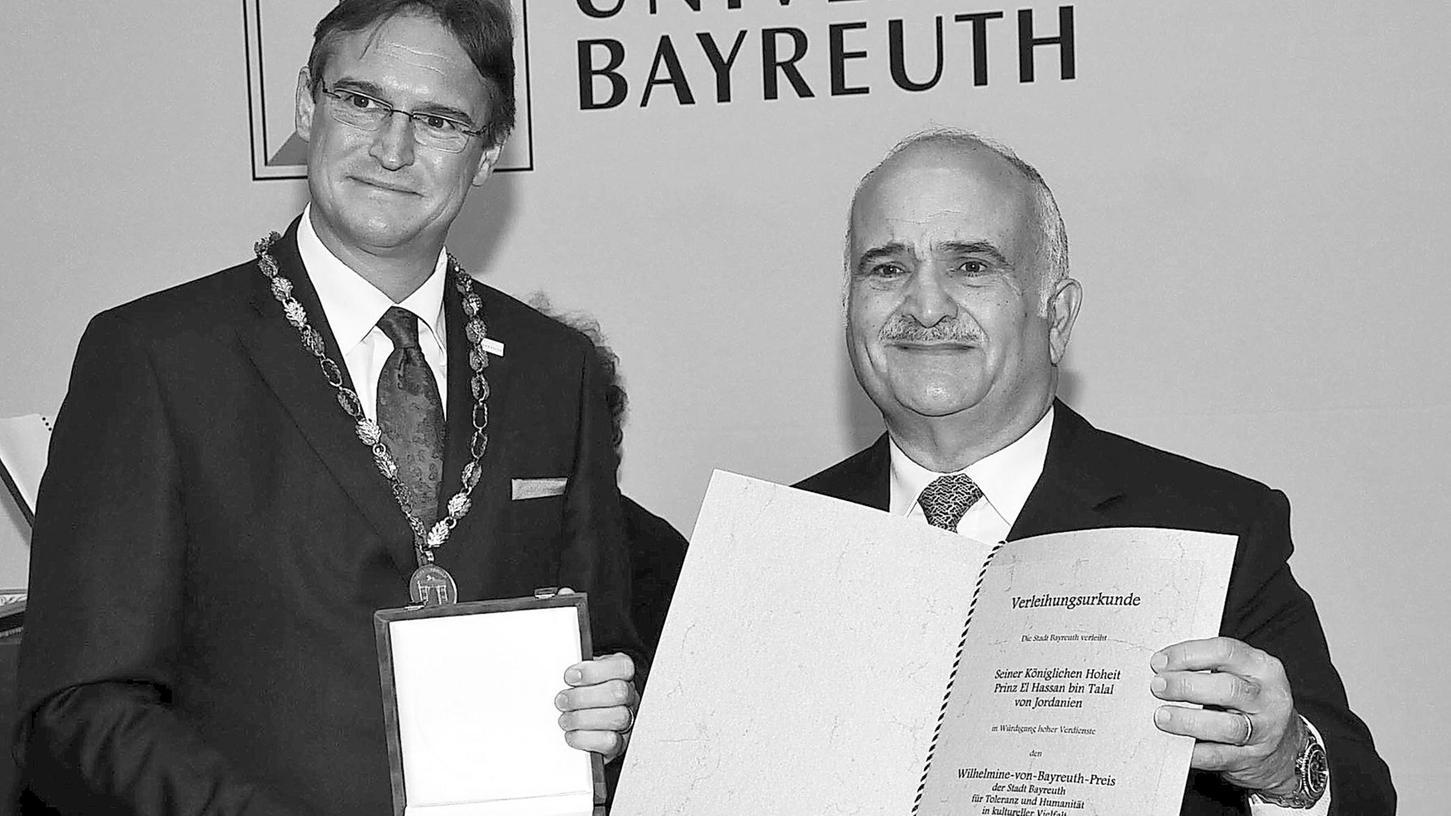 Mit dem Wilhelmine-von-Bayreuth-Preis hat Oberbürgermeister Michael Hohl den jordanischen Prinzen Hassan ausgezeichnet.
