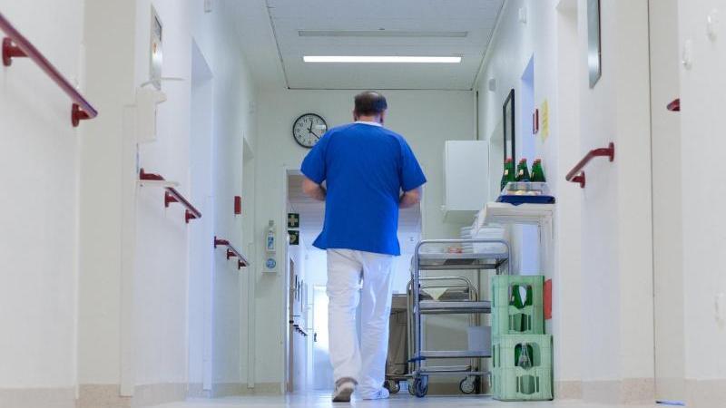Schnupfen, Husten, Kopfschmerzen: Wen es erwischt hat, der sollte statt ins Büro zum Arzt gehen. Grippale Infekte verlaufen heuer teils sehr schwer.