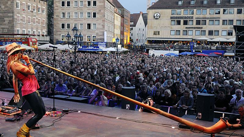 Ein weiterer kultureller Höhepunkt Frankens fällt der Pandemie zum Opfer: Wegen Corona hat die Stadt Nürnberg nun auch das Bardentreffen (vom 30. Juli bis 1. August) 2021 abgesagt. Es gibt aber schon Pläne, wie man die Künstler doch noch zu ihrem Auftritt bringen kann.