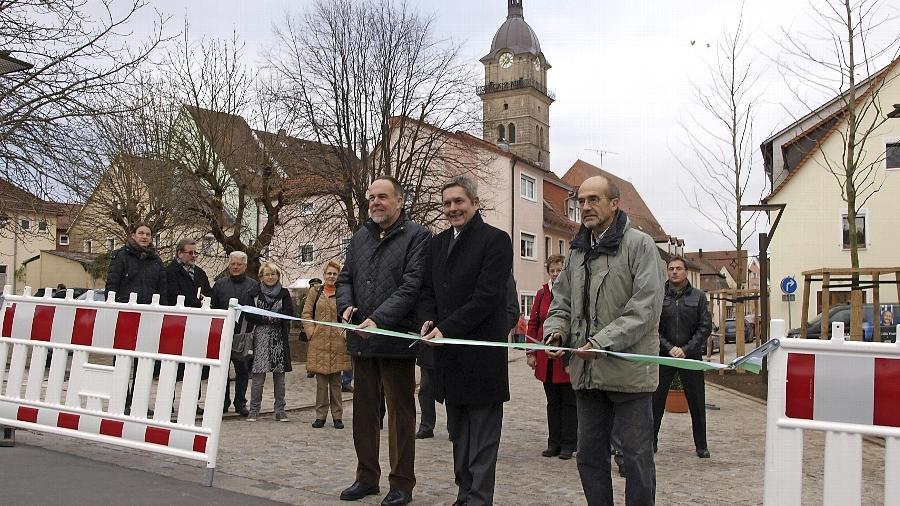 """Viele werden froh sein, dass die Baumaschinen nun nicht mehr die Szenerie dominieren. Die Dr.-Heinrich-Stromer-Straße in Auerbach ist nun nach der Einweihung wieder freigegeben. """"Die Stadt hat erheblich an Attraktivität gewonnen"""", sagt Bürgermeister Joachim Neuß."""