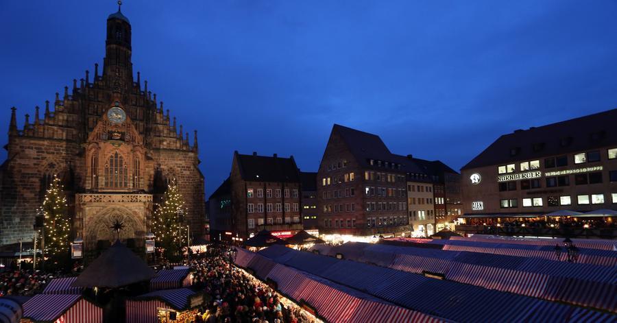 Nürnberger ChristkindlesmarktWo? Hauptmarkt Nürnberg | Wann? 25. November bis 24. Dezember | Öffnungszeiten: Mo. bis So. jeweils von 10 bis 21 Uhr & an Heiligabend von 10 bis 14 Uhr.