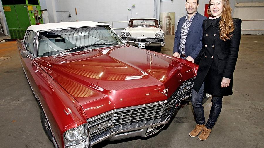 Viel Chrom und ausladende Formen: Die Autos von Lukas Smolka und Virve Weigel, hier das Cadillac deVille Cabriolet von 1967, bringen amerikanisches Lebensgefühl auf die Straße.