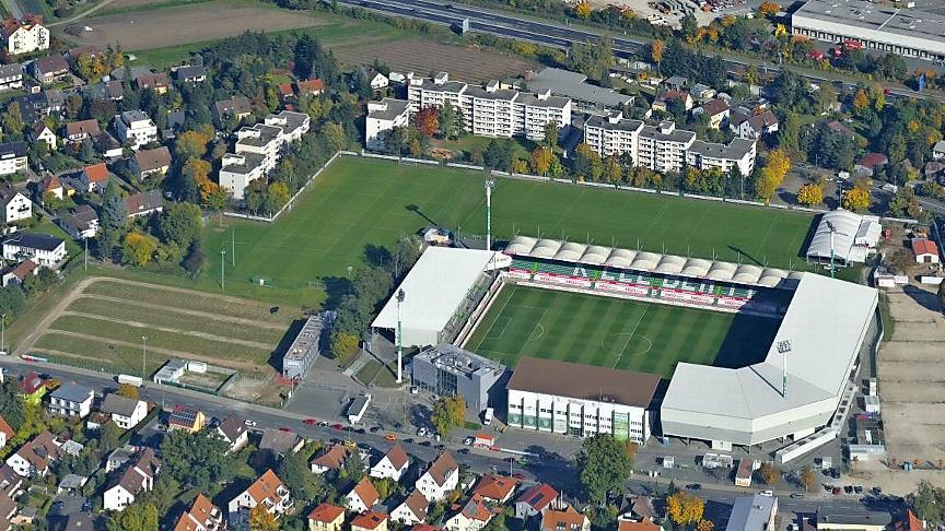 Fürths Stadion aus der Vogelperspektive: Die Meinungen darüber, wie es künftig heißen soll, gehen auseinander.