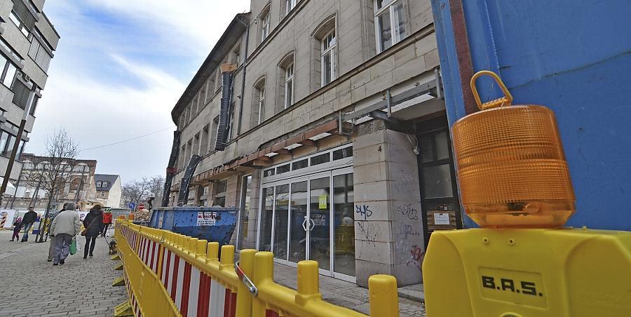 Im ersten Stock des Hauses Rudolf-Breitscheid-Straße 4 könnte ein Café einziehen, das von Menschen mit Behinderung betrieben wird. Der nötige barrierefreie Ausbau ist aber nicht mit dem Denkmalschutz zu vereinbaren.