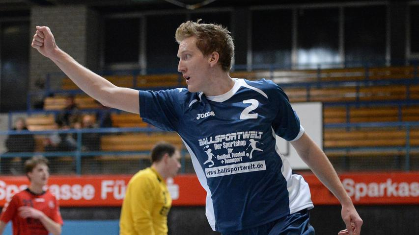 15.12.2013 --- Handball --- Saison 2013 2014 --- Bezirksoberliga BOL Männer :  HG/HSC Fürth - 1. FC Nürnberg FCN --- Foto: Sport-/Pressefoto Wolfgang Zink /  MiWi --- ....Jan Dimpes (2, HG/HSC Fürth) jubelt nach seinem Tor