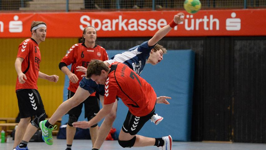 15.12.2013 --- Handball --- Saison 2013 2014 --- Bezirksoberliga BOL Männer :  HG/HSC Fürth - 1. FC Nürnberg FCN --- Foto: Sport-/Pressefoto Wolfgang Zink /  MiWi --- ....Kilian Müller (9, HG/HSC Fürth, rechts) gegen Tobias Rückl (7, 1.  FC Nürnberg Handball)