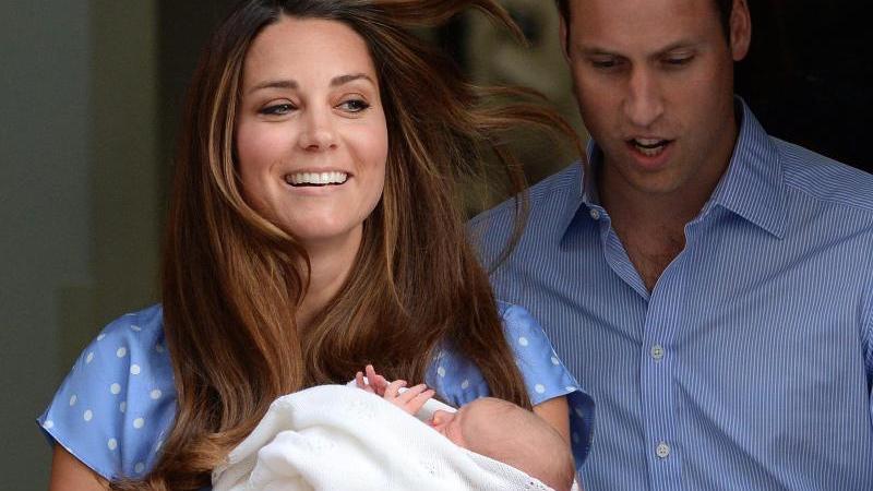 Am 22. Juli 2013 erblickt der kleine Prinz Prince George Alexander Louis of Cambridge das Licht der Welt.