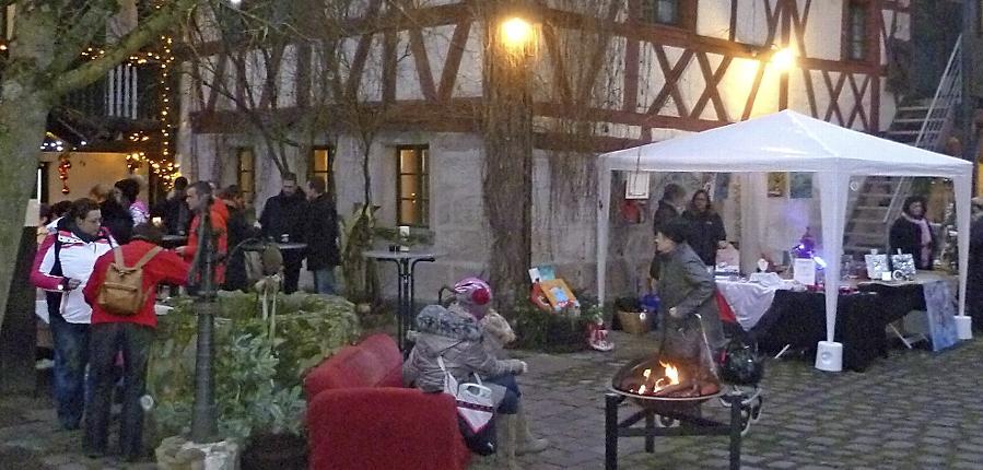 """Nette Premiere: Feiner Weihnachtsmarkt im """"Schwan""""-Hof"""