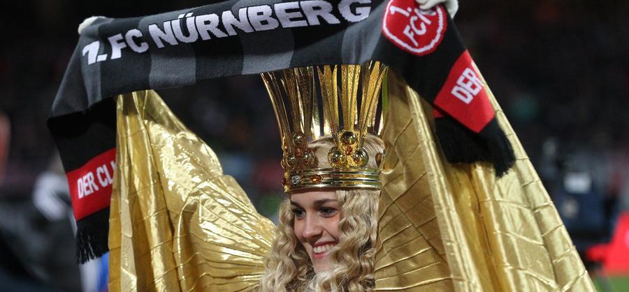 1. FC Nürnberg - Schalke 04 == 21.12.2013 --- Fussball --- Saison 2013 2014 --- 1. Fussball - Bundesliga --- 17. Spieltag: 1. FC Nürnberg Nuernberg FCN - FC Schalke 04 --- Foto: Sport-/Pressefoto Wolfgang Zink / JüRa --- Nürnberger Christkind