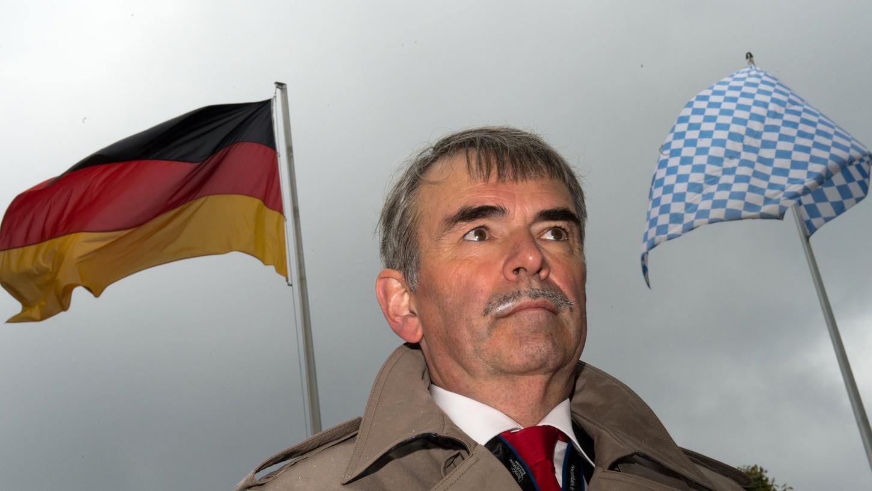Der langjährige Psychiatriepatient Gustl Mollath will das Oberlandesgericht Bamberg mit einer weiteren Verfassungsbeschwerde zu der Auskunft zwingen, wie lange er unrechtmäßig in der Psychiatrie gesessen hat.