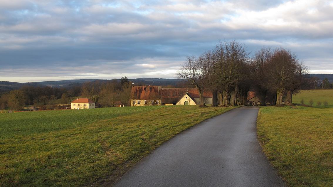"""Unweit des Bergnershofs bei Osterdorf erinnert der ungewöhnliche Flurname """"Das güldene Grab"""" an alte Sagen und Legenden."""