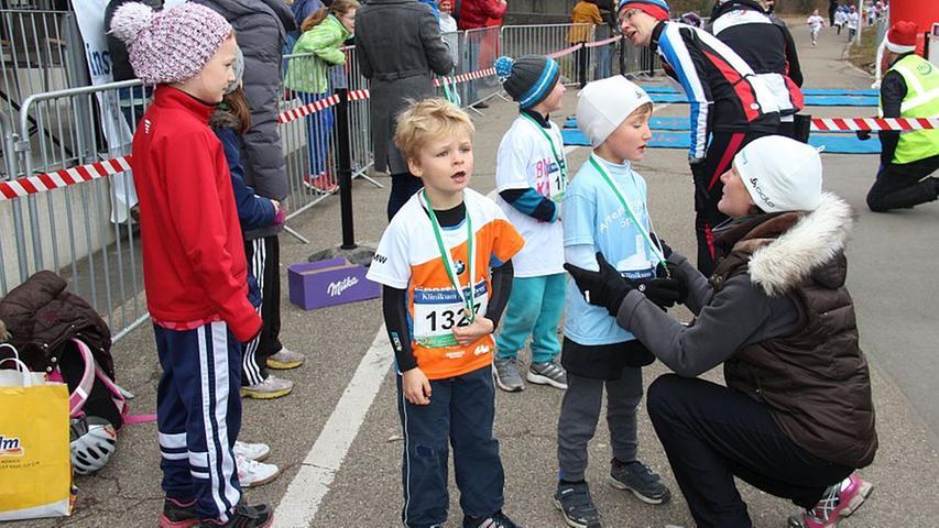 Bambini, Schüler und 5-km-Läufer: Der 11. Silvesterlauf 2013