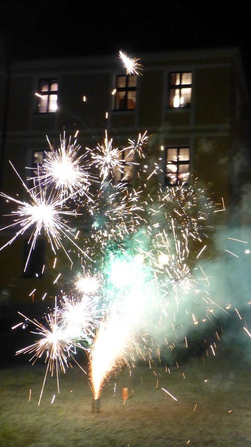 Hausherr Jan Kube hat seine Freude an Feuerwerk…