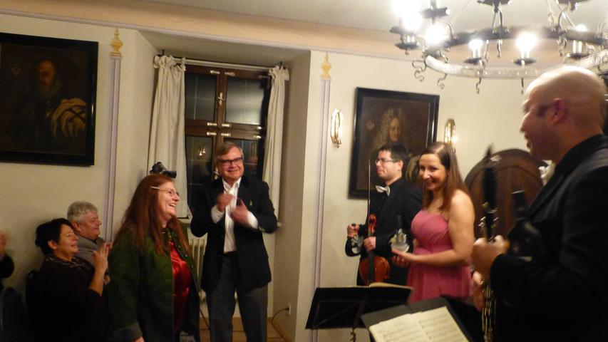 Die Gastgeber Manuela und Jan Kube (l.) würdigten die ausgezeichneten Darbietungen ebenso…
