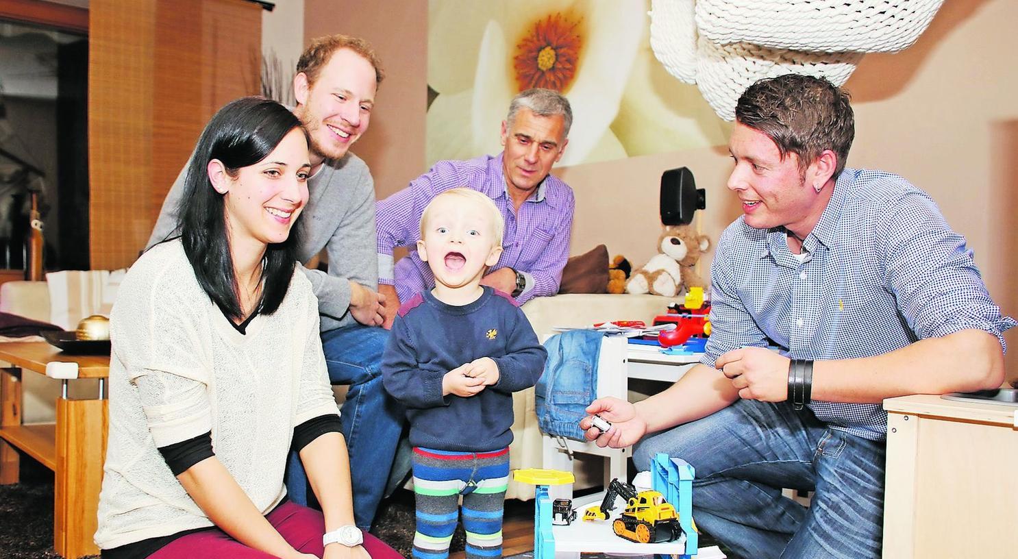 """""""Das Lächeln in die Gesichter der Kinder zurückbringen"""" hat sich der Verein """"Herzpflaster"""" zur Aufgabe gemacht. Wie das aussieht, macht der kleine Finn schon mal vor."""