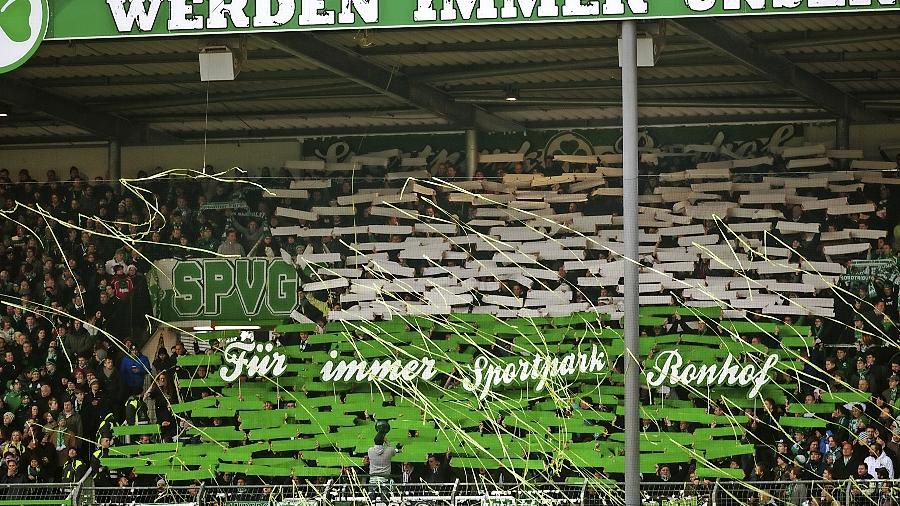 Die Fürther Fans werden auch in Zukunft auf kreative Art an den alten Namen Sportpark Ronhof erinnern.