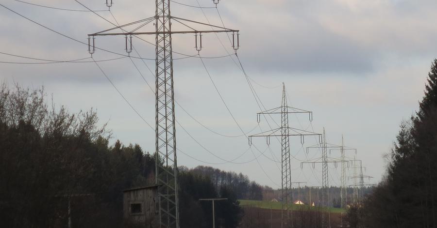 Das Planfeststellungsverfahren soll bis 2018 abgeschlossen sein. Ab 2019 wird mit dem Bau der Trassen begonnen und anschließend ein Probebetrieb durchgeführt. Ab 2022 werden nach den bisherigen Plänen die neuen Stromtrassen in Betrieb genommen.