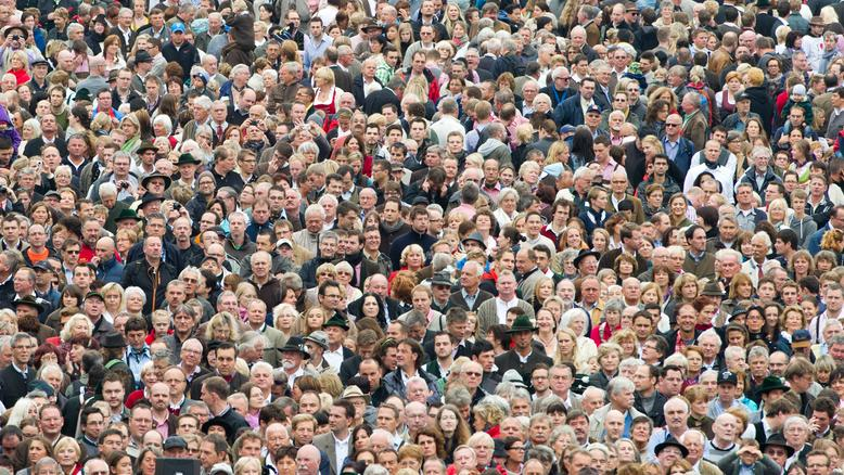 Die Bevölkerungszahl in Bayern ist erneut gestiegen. Das aktuelle Plus entspricht in etwa der Einwohnerzahl des Landkreises Garmisch-Partenkirchen.