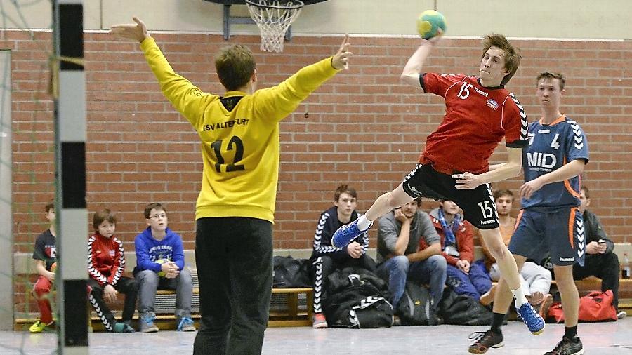 Gegen den Altenfurter Keeper Stefan Zicha erzielte Thorsten Scheuerer vom MTV Stadeln drei Treffer, seine Kollegen brachten es zusammen auf 34.