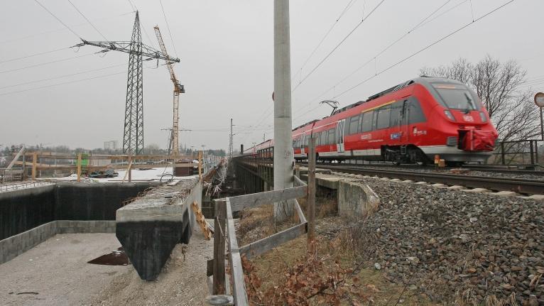 Die Gegner einer neuen Trasse schlossen sich im November 2009 im Fürther Stadtteil Stadeln zum Aktionsbündnis
