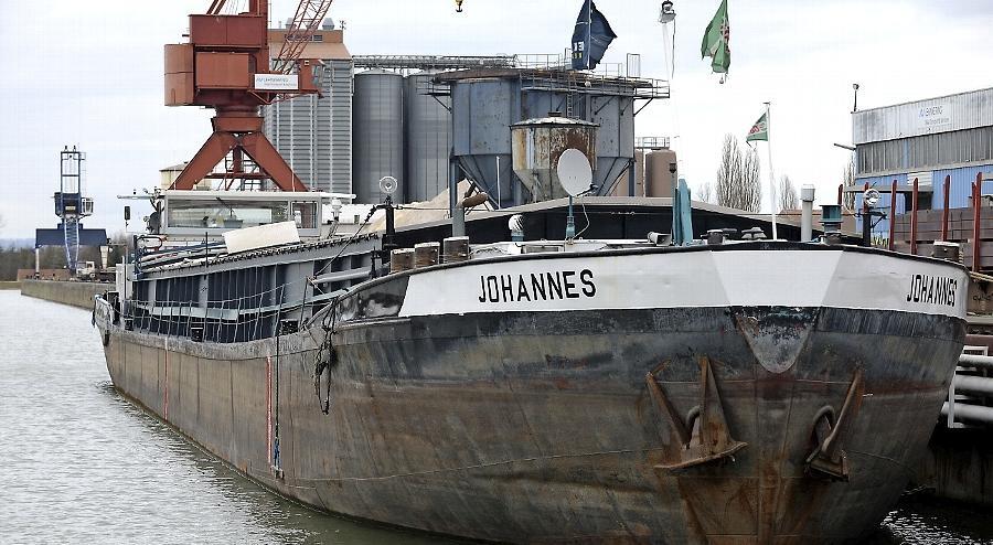 84 Meter lang und 57 Jahre alt: Johannes ist im Fürther Hafen an die Kette gelegt. In den nächsten Wochen wird sich daran erst einmal nichts ändern.