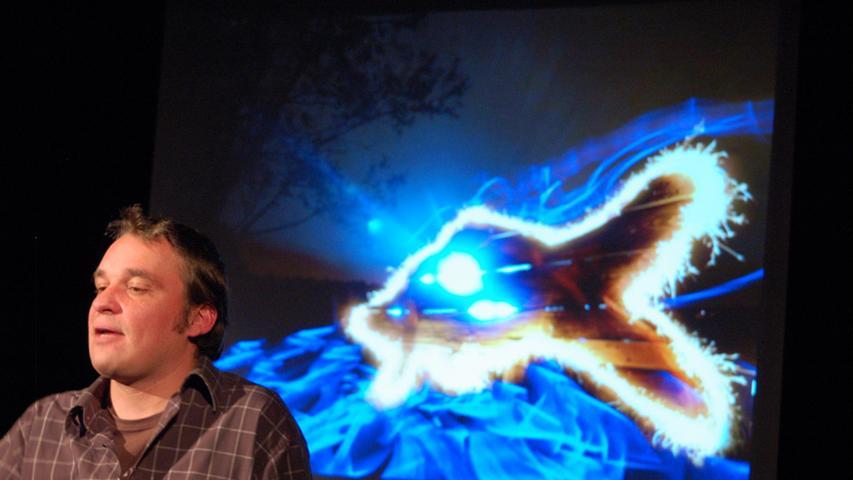 Der Fotograf im Bild: Fabian Abbé bei seinem Auftritt im Jungen Theater.