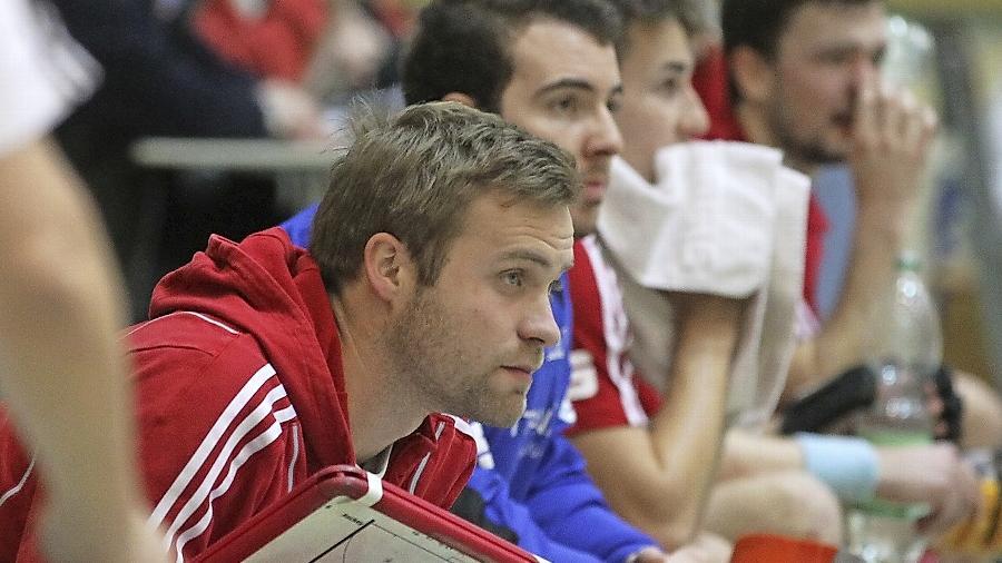 Großer Horizont: Max Müller hat auf der NHTC-Bank auch schonmal Trainerequipment in der Hand.