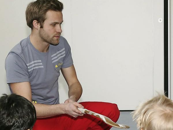Großes Vorbild: Max Müller kümmert sich auch um den Nachwuchs.