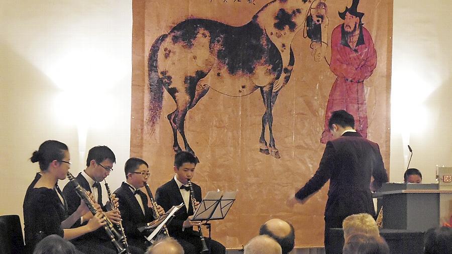Das Jahr des (Holz-)Pferdes signalisiert in China die Erwartung an Schnelligkeit und Ausdauer. Das Konfuzius-Institut hat sich das als guten Vorsatz genommen.