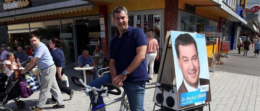 ...auch auf dem Rad fährt er sein Wahlplakat umher - hier beispielsweise durch den Nürnberger Süden.