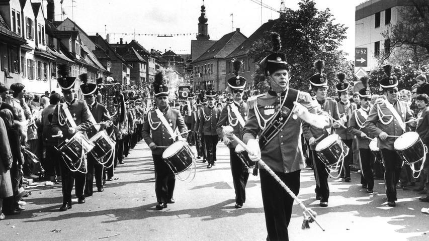 1980 feierte die Bergkirchweih 225. Geburtstag. Dem Anlass entsprechend säumten 80.000 Menschen die Haupt- und die Bergstraße, als der Spielmanns- und Fanfarenzug der Freiwilligen Feuerwehr Alsfeld zum Kirchweihgelände hochzog.