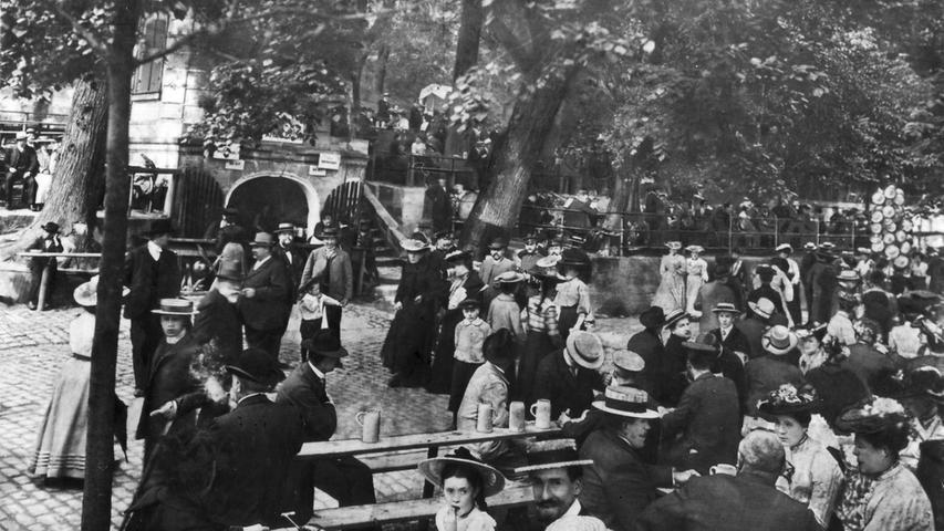 Brezen, Bier, Dirndl: Die Bergkirchweih im Wandel der Zeit