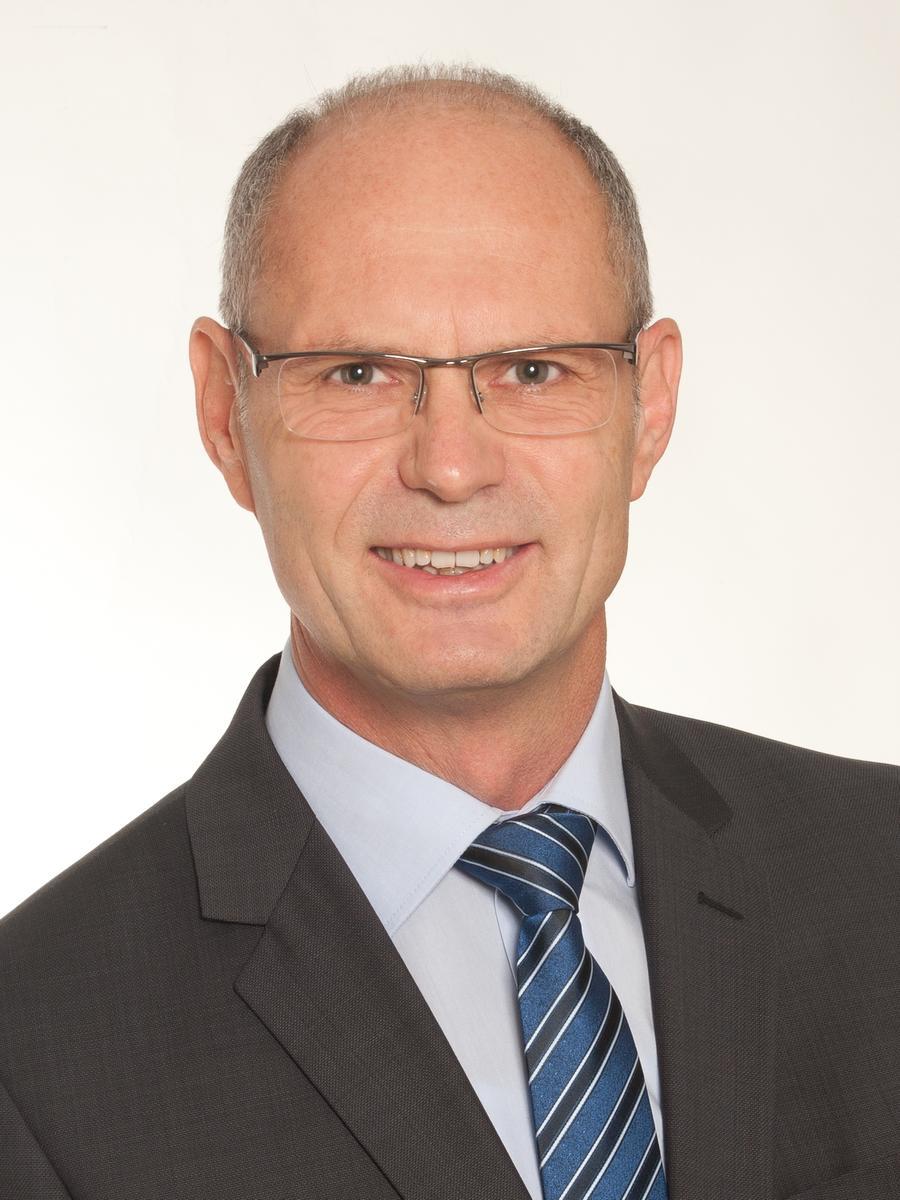 In Lauterhofen tritt Ludwig Lang die Nachfolge des scheidenden Bürgermeisters Peter Braun an. 51,94% erreichte der Kandidat der Freien Wähler. Sein Namensvetter Xaver Lang von der CSU holte 34,62%. Weitere Kandidaten waren Ludwig Härteis (ödp/7,74%) und Anton Preißl (SPD/5,70%)
