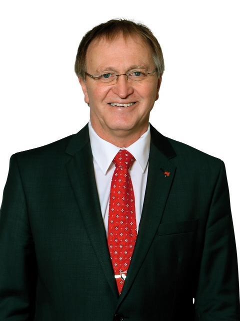 Parsbergs Bürgermeister wurde eindrucksvoll im Amt bestätigt. 66,84% der Stimmen entfielen auf ihn. Die Herausforderer Martin Beiderbeck (SPD/18,28%) und Tobias Kinskofer (FW-PWG/14,88%) waren weit abgeschlagen.