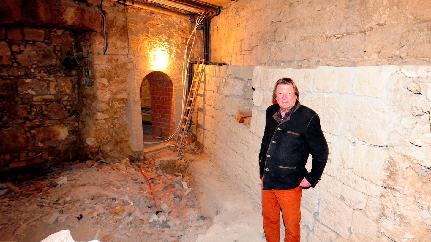 Uwe Andersen hat zwar schon viel geschafft. Bis in der Burg aber die ersten Hotelgäste wohnen können, wird es noch etwas dauern.