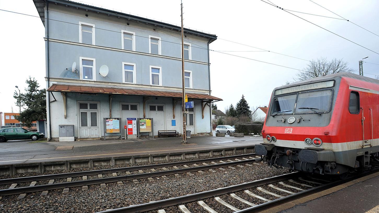 Auch der Bahnhof Vach bliebe erhalten, würde sich die Stadt mit ihrer Forderung nach einer Trasse entlang der bestehenden Strecke durchsetzen. Die Weichen für die juristische Auseinandersetzung werden jetzt gestellt.