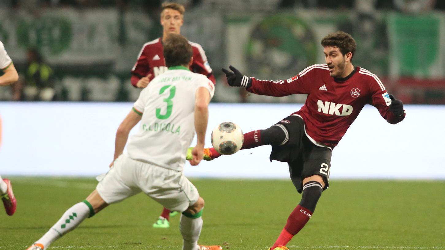 Verpatztes Startelf-Debüt: Jose Campana leistete mit zwei haarsträubenden Fehlpässen die Bremer Tore ein.