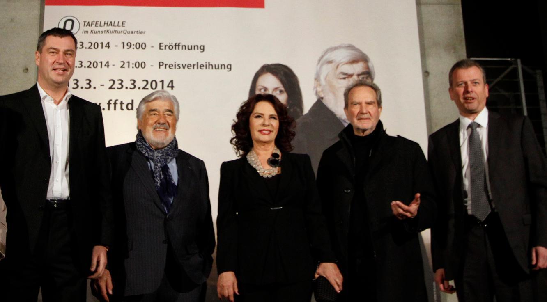 Mit dabei bei der Eröffnung am Donnerstag: Markus Söder, die Schauspieler Mario Adorf und Hülya Kocyigit, der Regisseur Edgar Reitz und der Nürnberger Oberbürgermeister Ulrich Maly. Söder und Maly versprachen dem Festival am Freitag mehr finanzielle Unterstützung.