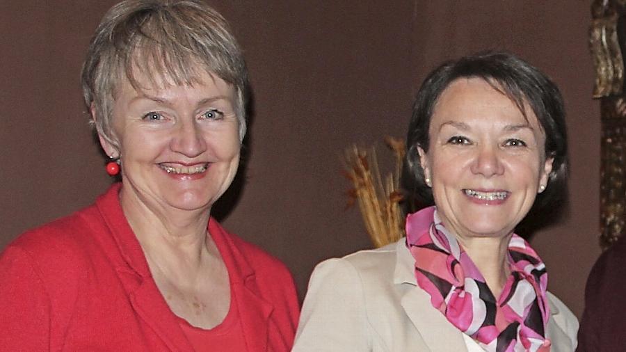 """Die gescheiterte Schwabacher OB-Kandidatin Doris Reinecke (links) nimmt ihr Stadtratsmandat nicht an. Auch das wird Thema bei der Jahreshauptversammlung sein. SPD-Vorsitzende Helga Schmitt-Bussinger (rechts) ließ bekannt geben, dass die Wahlnachlese  eine """"interne Veranstaltung"""" sein wird."""