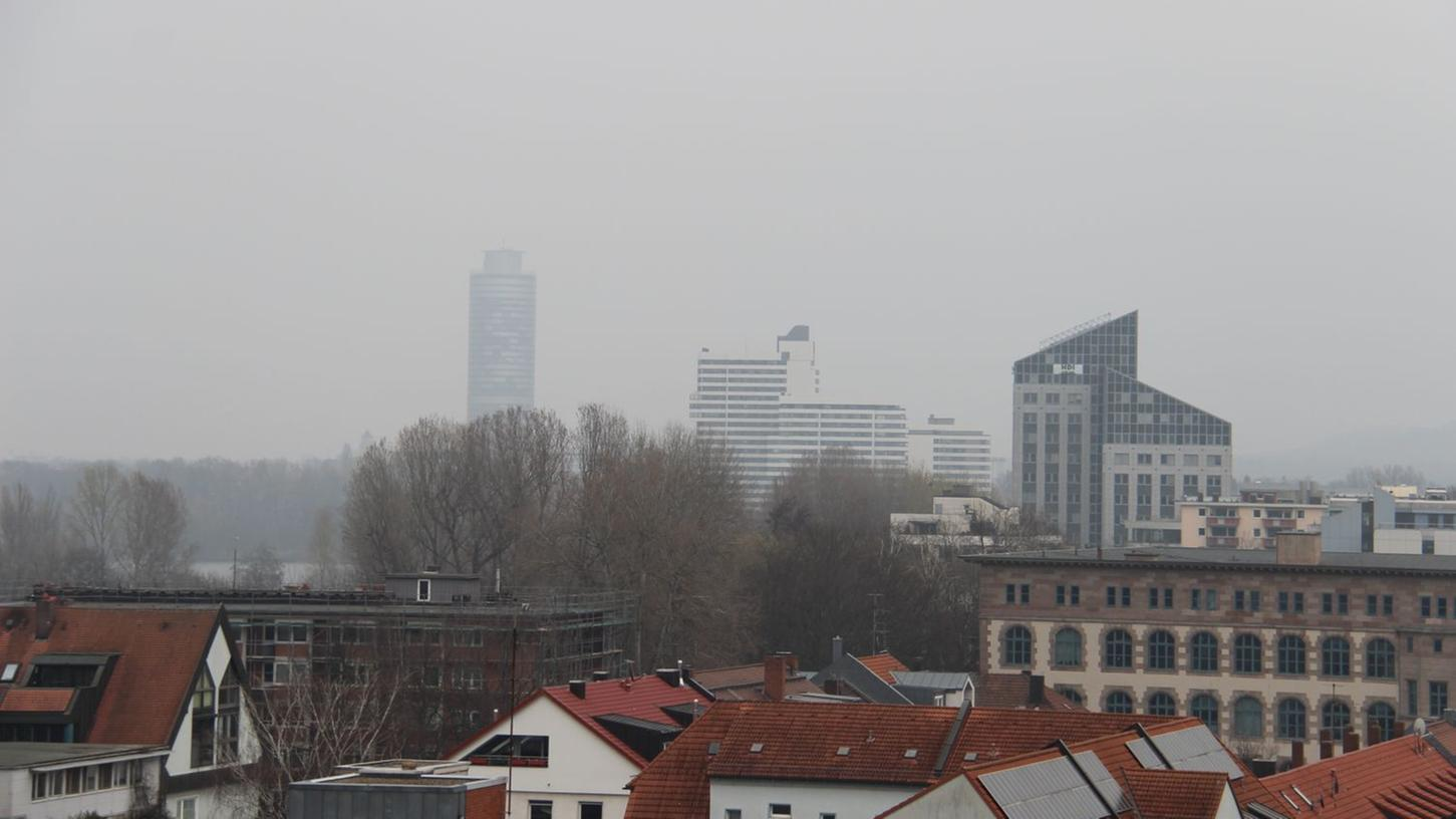 Grau und ungemütlich: So zeigt sich das Wetter am Dienstag.